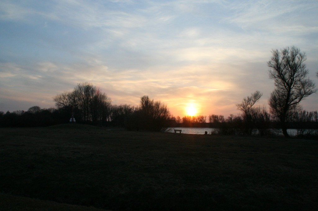 Sonnenuntergang am Mahlbusen in Dornumersiel